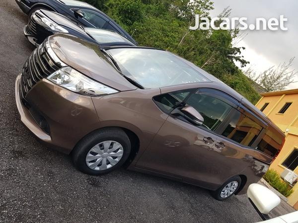 Toyota Noah 2,0L 2017-13