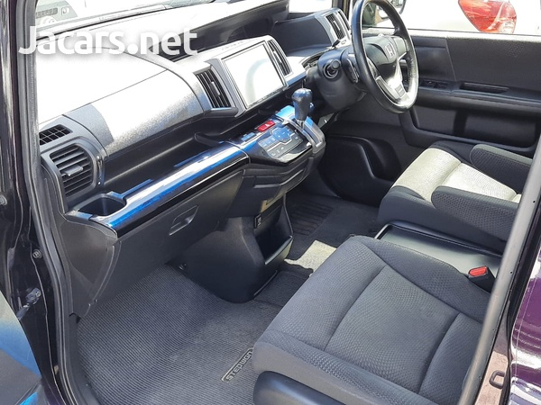 Honda Stepwgn 2,0L 2012-11