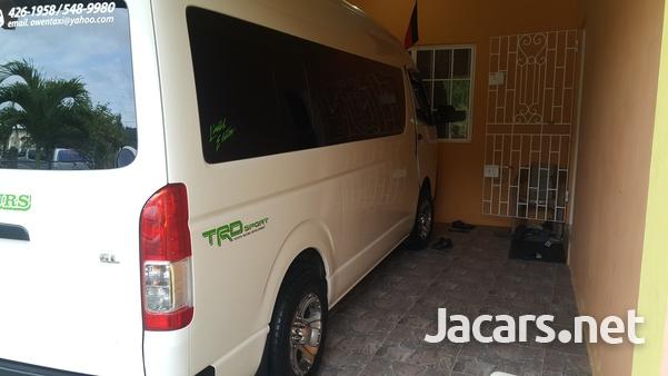Toyota Hiace Bus-2