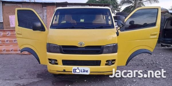 06 Toyota Hiace Bus-6