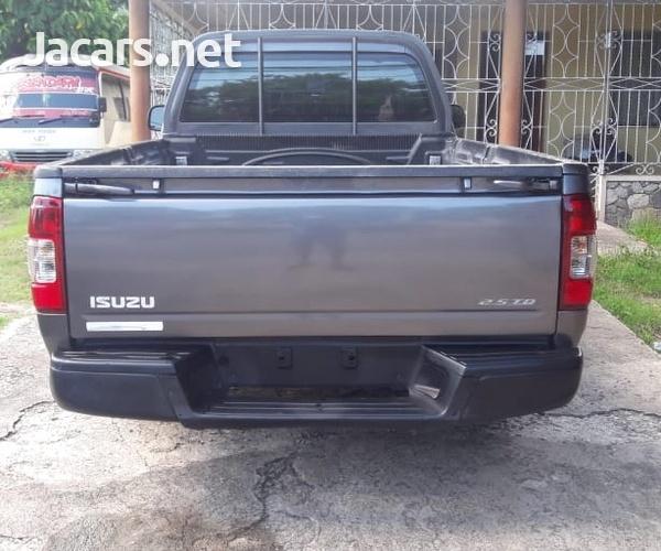 Isuzu DMAX Pickup Truck-2