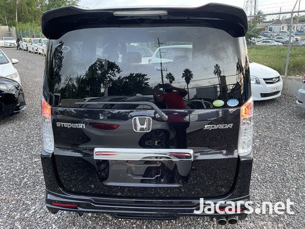 Honda Stepwgn Spada 2,0L 2012-5