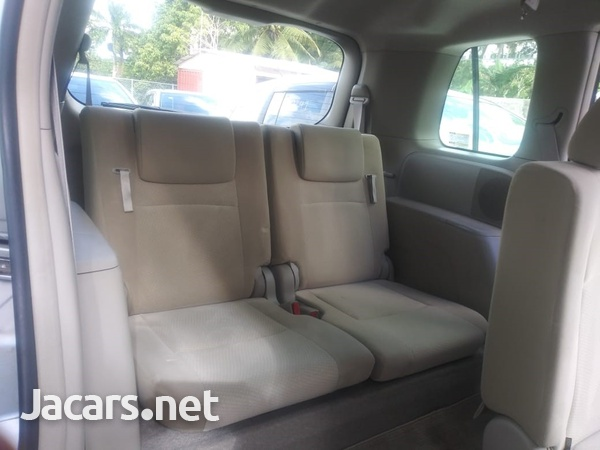 Toyota Isis 2,0L 2015-7