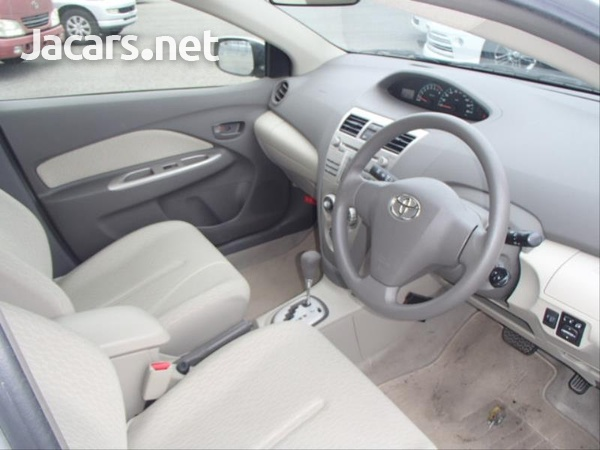 Toyota Belta 1,3L 2012-10