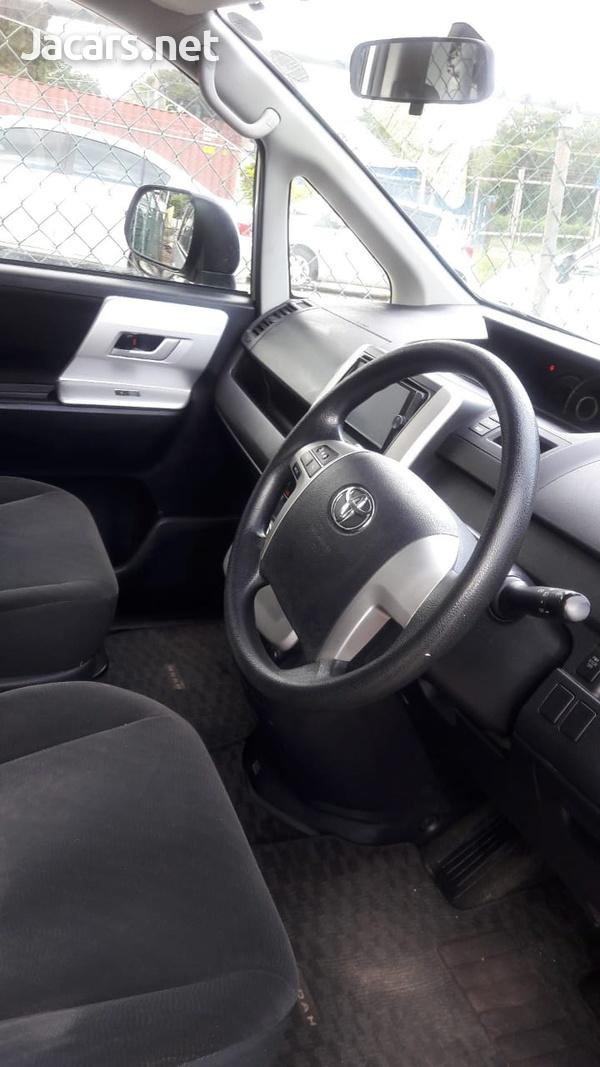 Toyota Noah 2,0L 2013-1