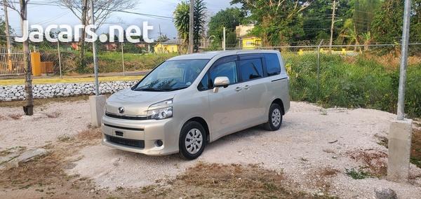 Toyota Voxy 1,8L 2014-5