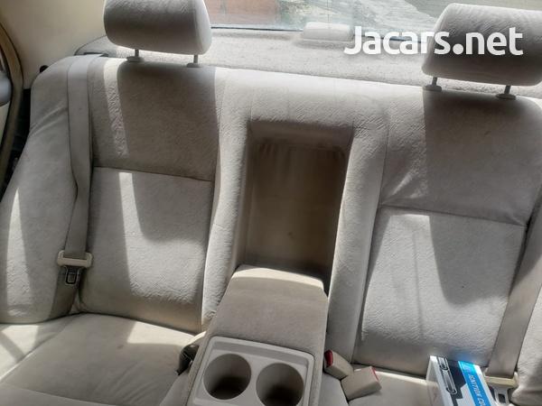Toyota Corolla 3,9L 2001-1
