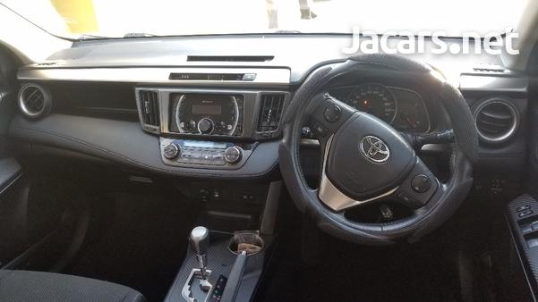 Toyota RAV4 2,0L 2014-8
