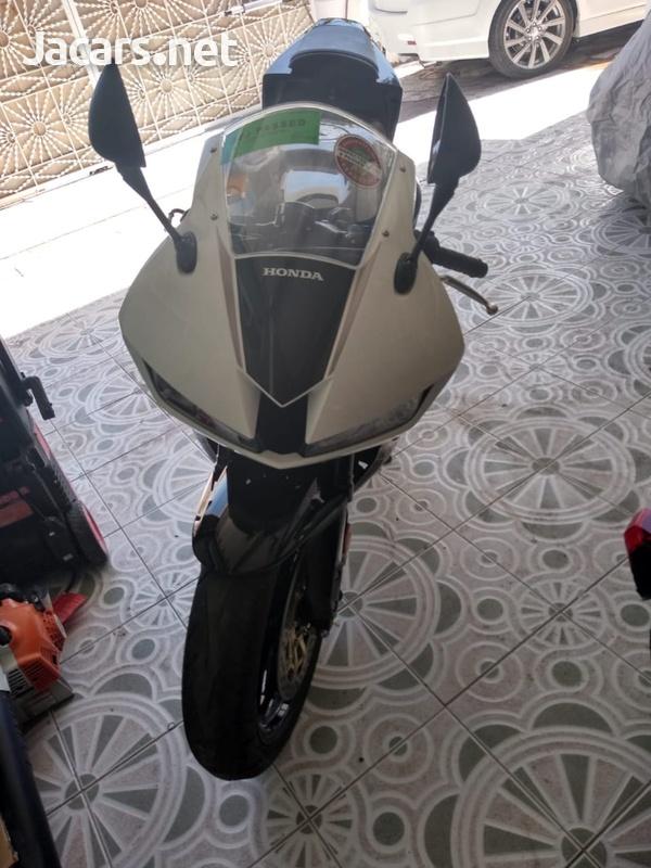 2016 Honda CBR Bike-1
