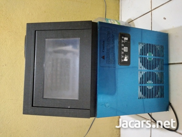 small ice-maker machine in good condition needs to be gassed-1