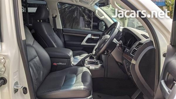 Toyota Land Cruiser 4,5L 2020-6