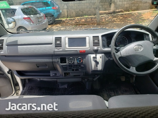 Toyota Hiace 2012-6