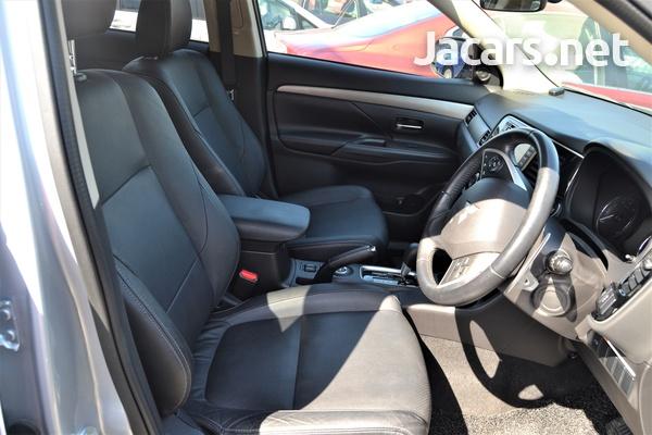 Mitsubishi Outlander or Airtrek 2,3L 2015-7