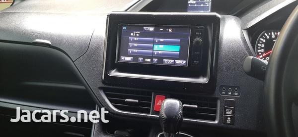 Toyota Voxy 2,0L 2015-8