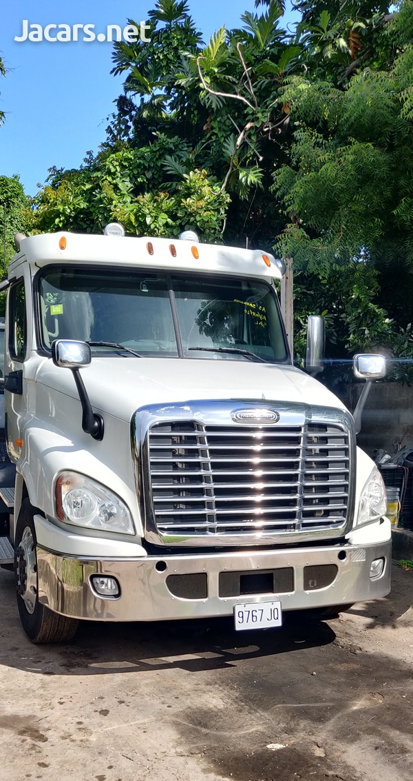 2012 Freightliner Cascadia Truck-1