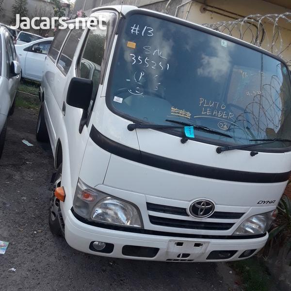 Toyota Van 3,0L 2015-1