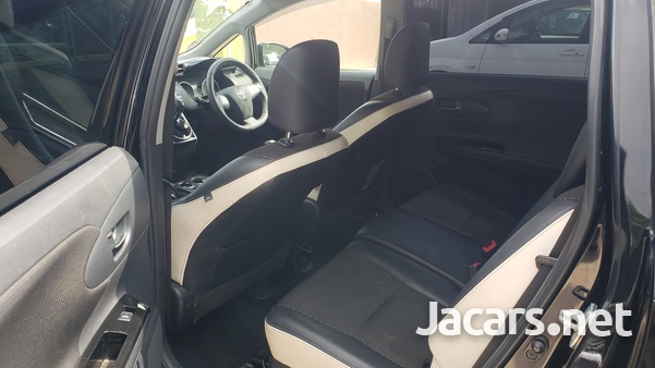 Toyota Wish 2,0L 2012-7
