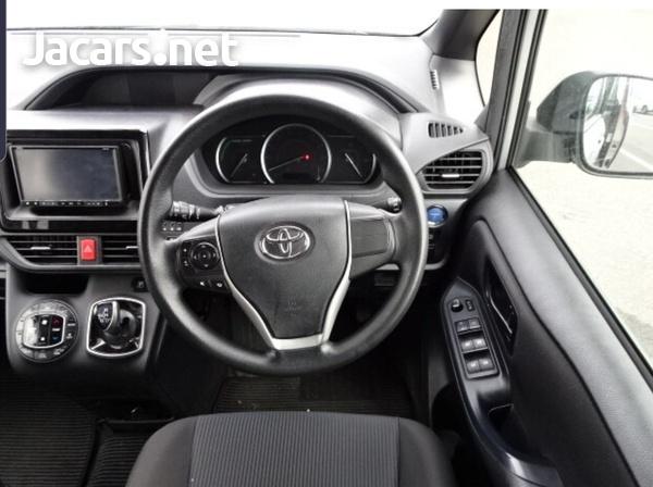 Toyota Noah 2,0L 2015-3