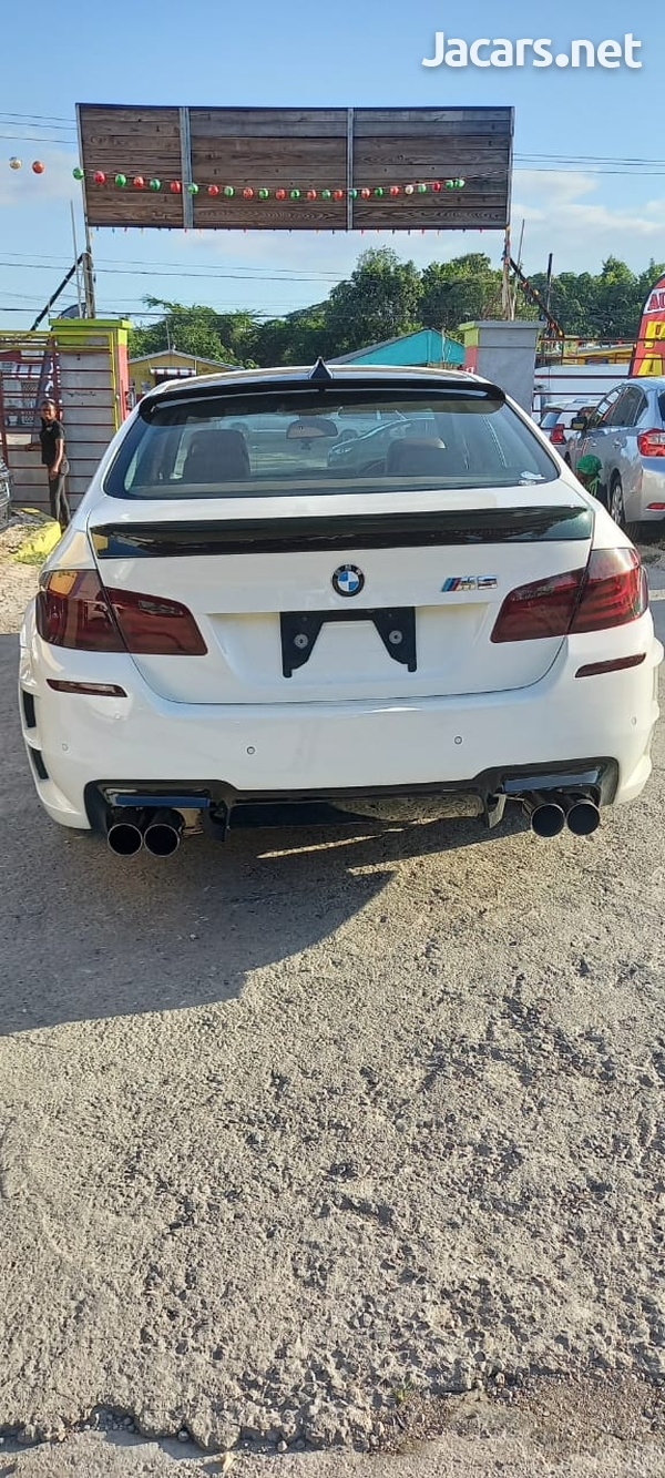 BMW 5-Series 2,5L 2012-3