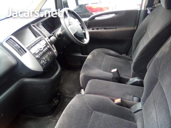 Nissan Serena 1,8L 2010-4