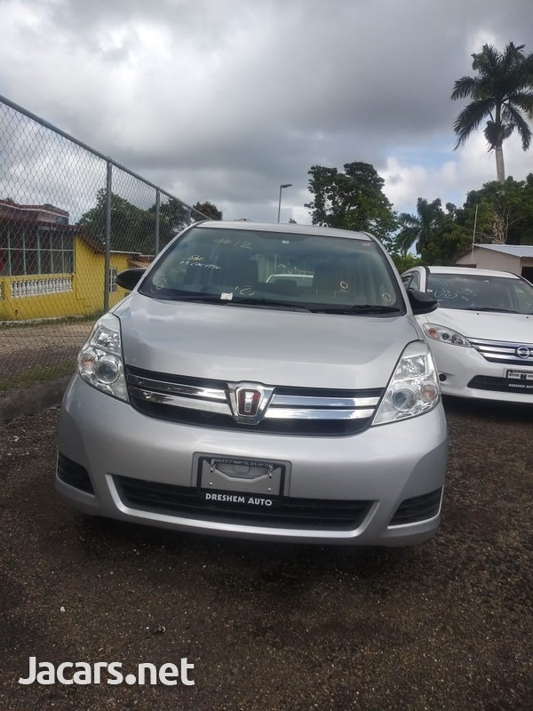 Toyota Isis 2,0L 2015-1