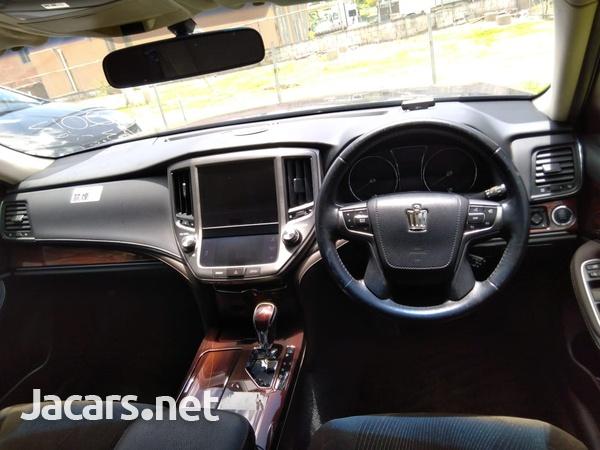 Toyota Crown 2,5L 2013-7