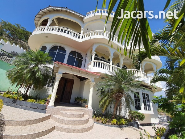 One beautiful 6 bedrooms and 7 bathrooms house at Red Hills-1