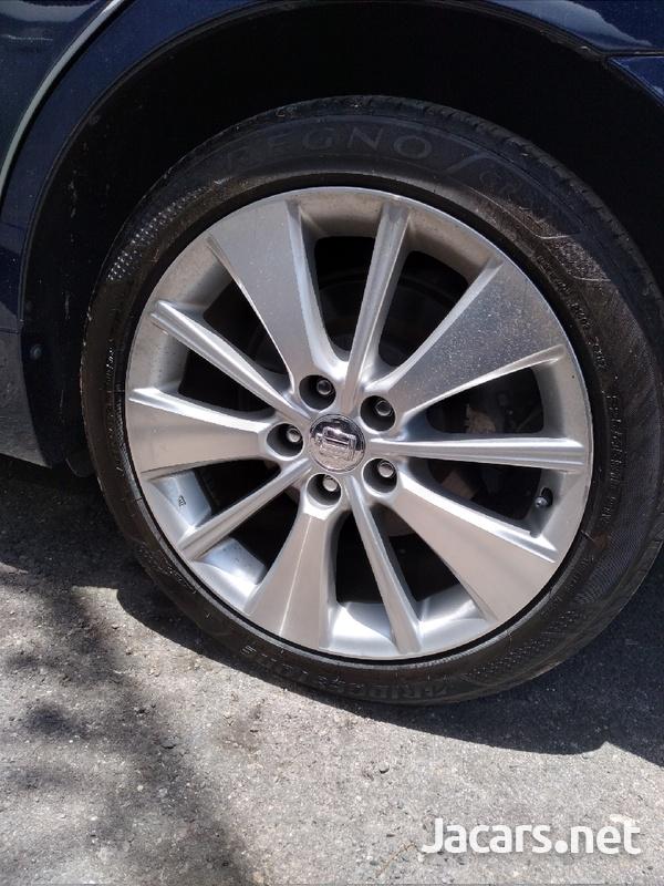 Toyota Crown 2,0L 2013-7