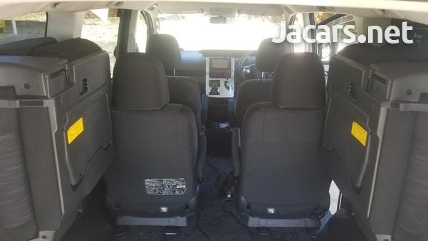 Toyota Voxy 2,0L 2012-16