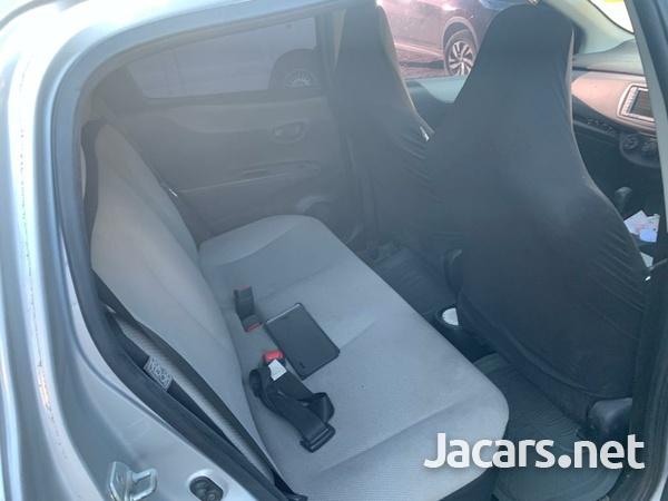 Toyota Vitz 1,0L 2011-6
