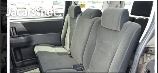Toyota Voxy 2,0L 2013-6