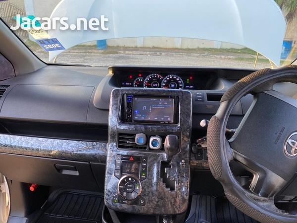 Toyota Voxy 1,9L 2011-6