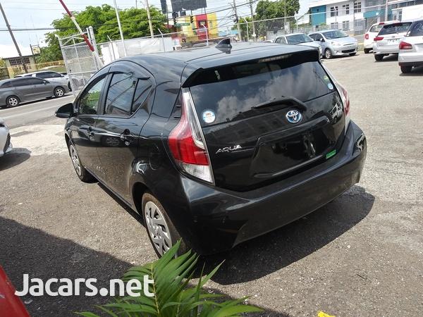 Toyota Aqua 1,5L 2016-11
