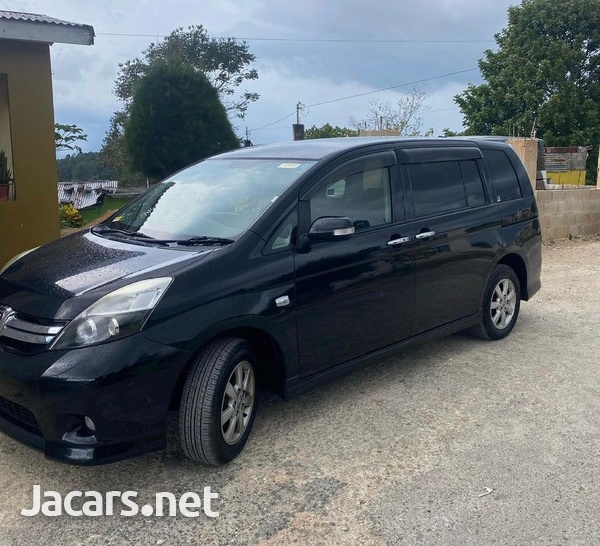 Toyota Isis 2,0L 2011-6