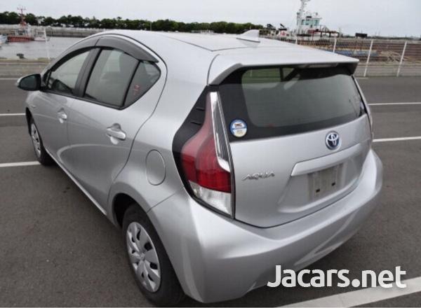 Toyota Aqua 1,5L 2015-5