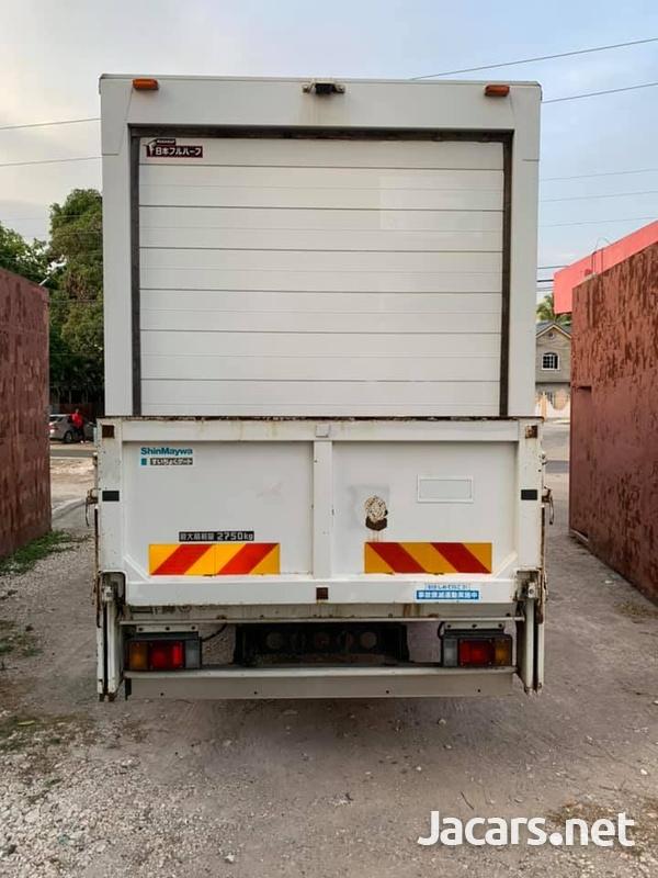 Isuzu Box Body Truck 4,0L 2012-3