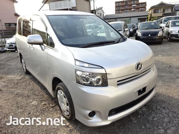 Toyota Voxy 2,0L 2010-1