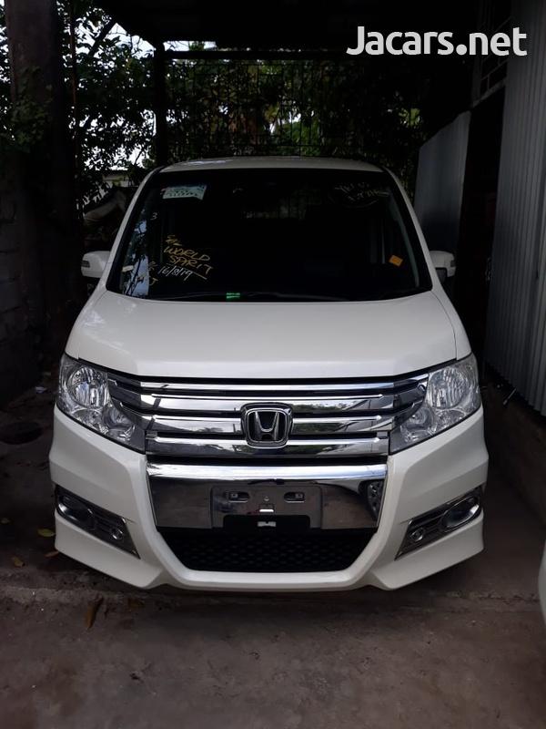 2011 Honda step wagon-1