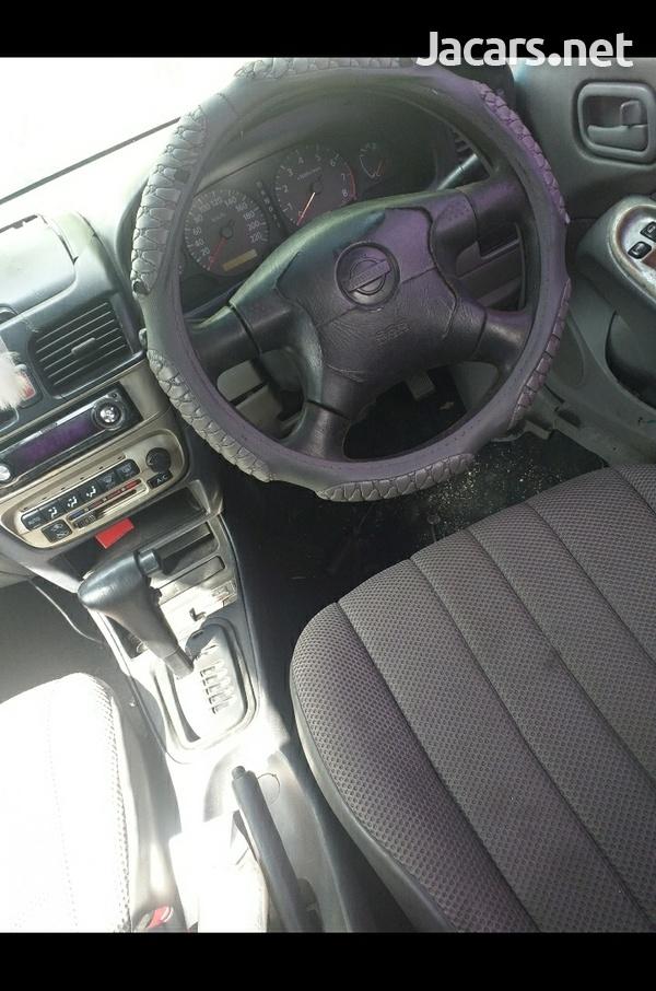 Nissan Sunny 1,6L 2002-4