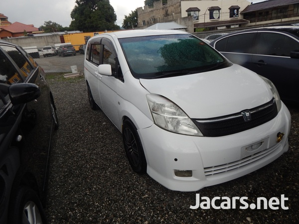 Toyota Isis 1,5L 2006-4