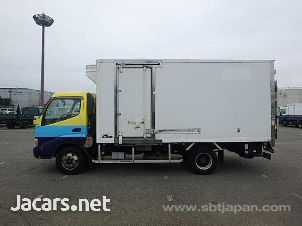 2009 hino Dutro freezer truck-8