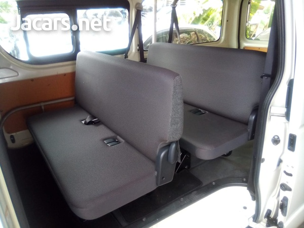 Toyota Hiace Bus 2016-8