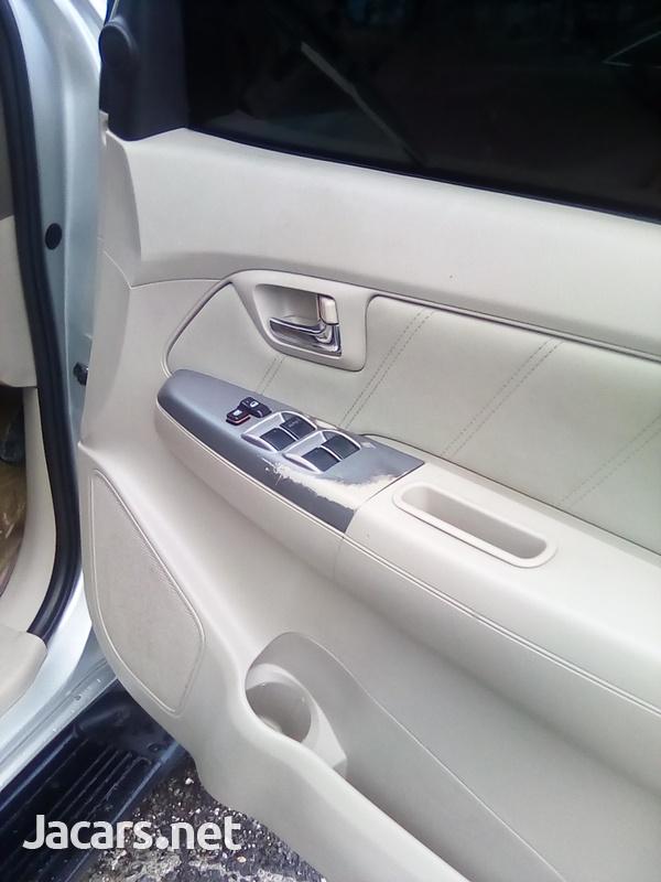 Toyota Fortuner 2,7L 2007-7