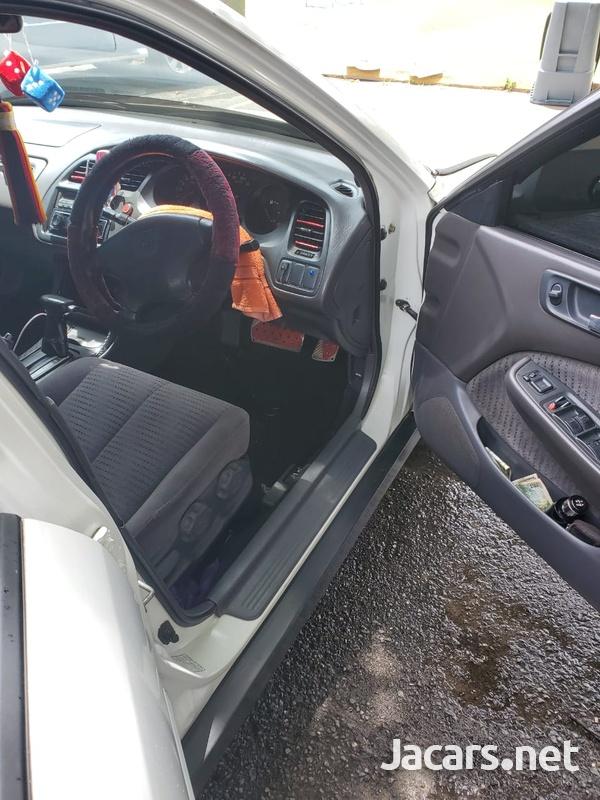 Honda Accord 1,8L 2001-4