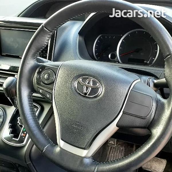 Toyota Noah 2014-1