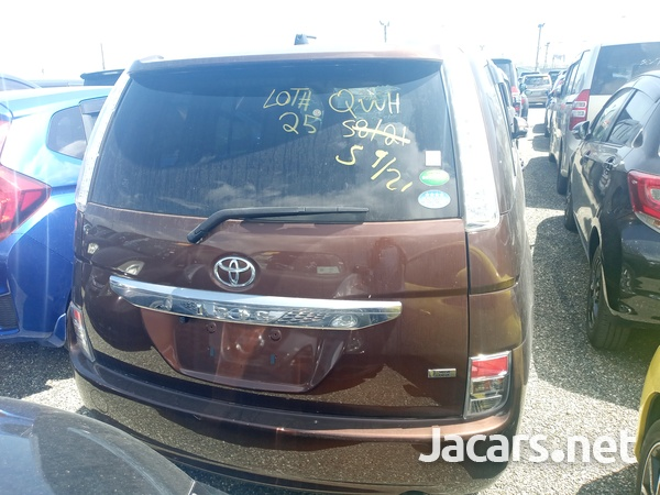 Toyota Isis 1,8L 2013-8