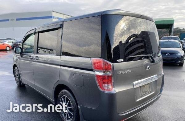 Honda Stepwgn 1,8L 2012-4