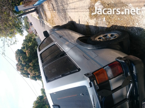 Nissan Pathfinder 2,0L 1993-8
