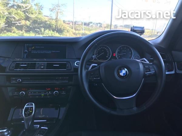 BMW 5-Series 3,0L 2011-7