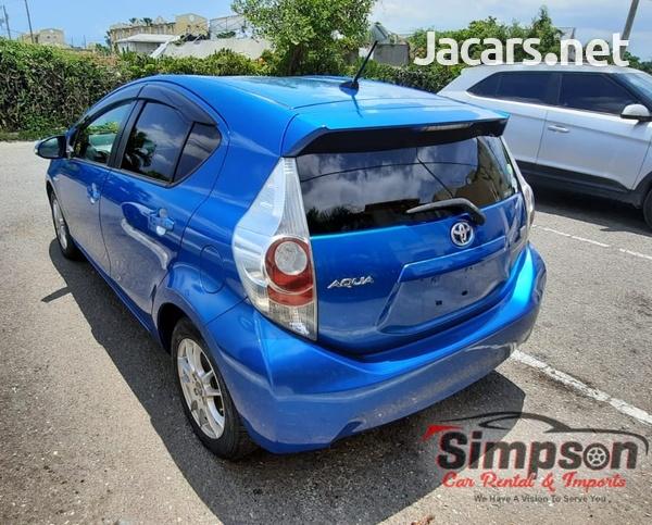 Toyota Aqua 1,5L 2013-10